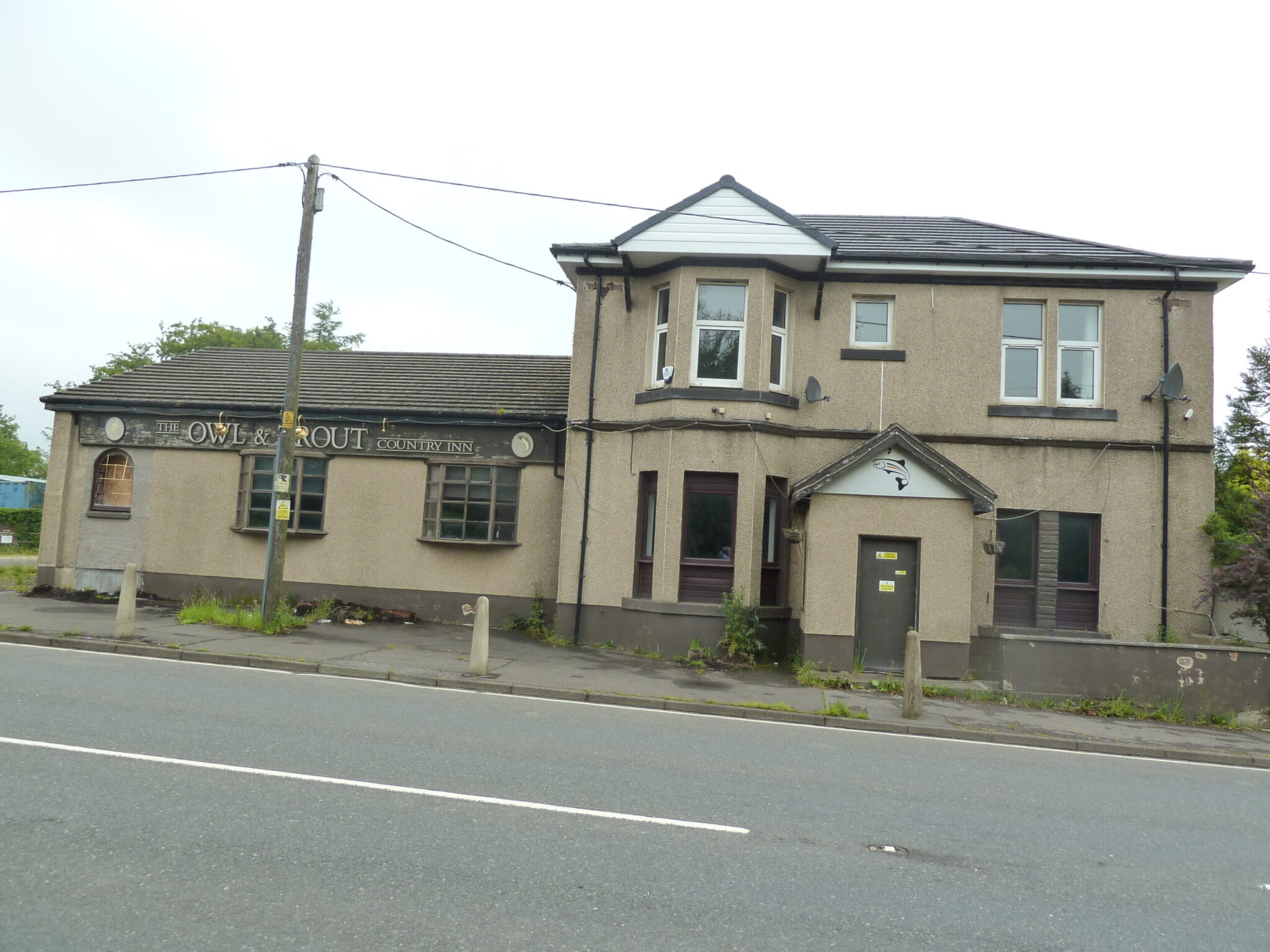 Owl and Trout, Airdrie Road, Caldercruix ML68PA